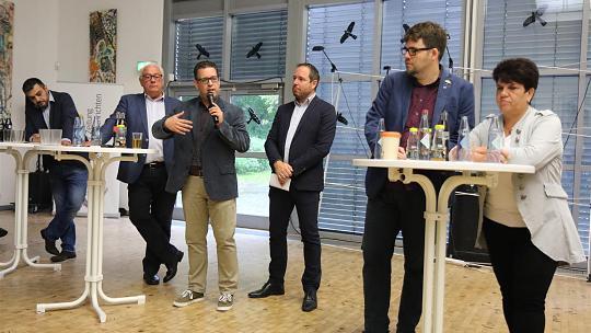 Bundestagskandidaten und Schüler diskutieren