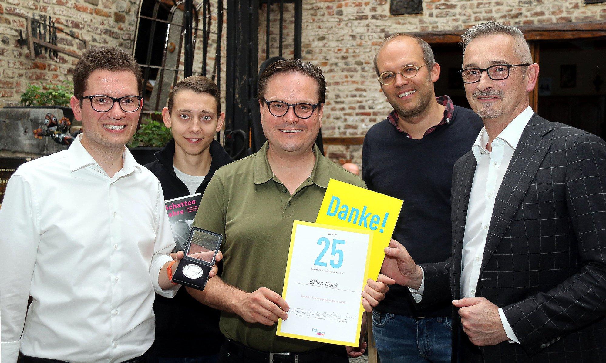Björn Bock: Für 25-jährige Parteizugehörigkeit zur FDP und sein Engagement geehrt