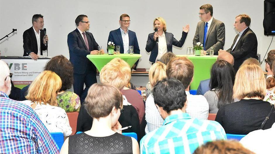 VBE diskutiert mit vier Politikern über Lehrermangel