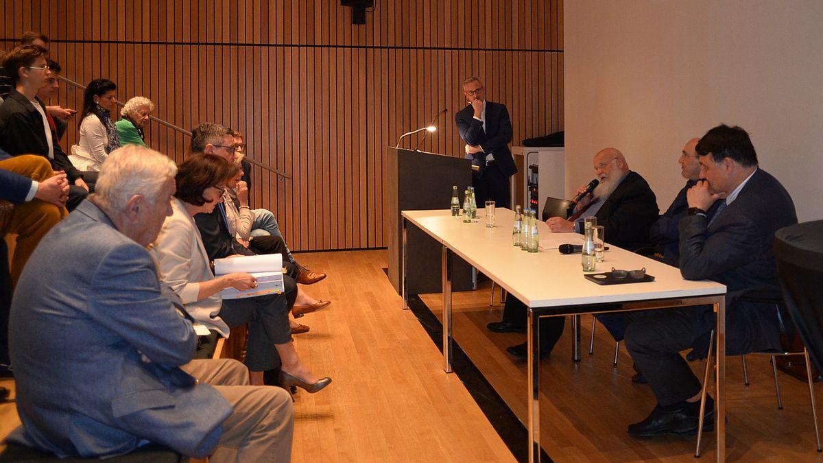 Diskussion zur grenzüberschreitenden Hochschulzusammenarbeit